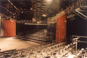 Teatr na Dworcu Świebodzkim, scenografia Bradeckiego